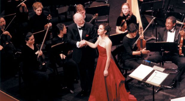 Conductor John Williams with Laurie Rubin, Oberlin Symphony at the Getty Museum in Los Angeles. October 2000.