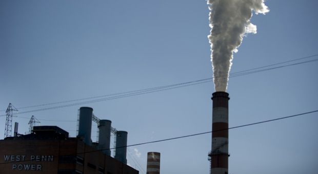 A plume of exhaust extends from the Mitchell Power Station on September 24, 2013 in New Eagle, Pennsylvania.