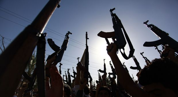 Iraqi Shiite tribesmen brandish their weapons as they gather to show their willingness to join Iraqi security forces in the fight against Jihadist militants who have taken over several northern Iraqi cities, on June 17 2014, in the southern Shiite Muslim shrine city of Naja