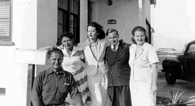 Antheils w Hedy (left to right: unknown, Boski Antheil, Hedy, George, unknown)