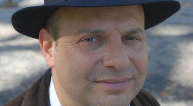 Author Jonathan Gill