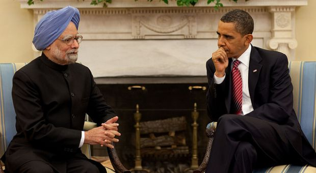 President Barack Obama meets with Prime Minister Manmohan Singh during their bilateral meeting in the Oval Office, Nov. 24, 2009