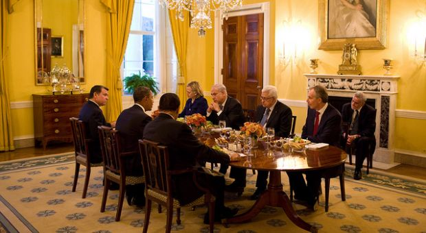 President Barack Obama holds a working dinner with, clockwise from left, King Abdullah II of Jordan, Secretary of State Hillary Clinton, Prime Minister Benjamin Netanyahu of Israel, President Mahmoud Abbas of the Palestinian Authority, Tony Blair, the international Middle east envoy and former British Prime Minister, and President Hosni Mubarek of Egypt, in the Old Family Dining Room of the White House, Sept. 1, 2010